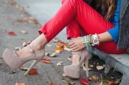 Как научиться ходить на высоких каблуках?