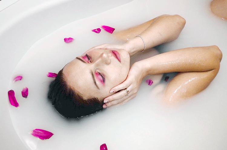 Как принимать содовую ванну. Фотограф: Полина Мостыка (Pawellka), модель: Елена Ломакина