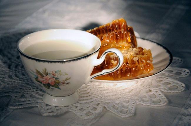 Кипяченое молоко с маслом